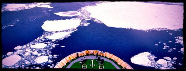 dans les hauts-de-seine  un vieil iceberg  u00e0 la d u00e9rive